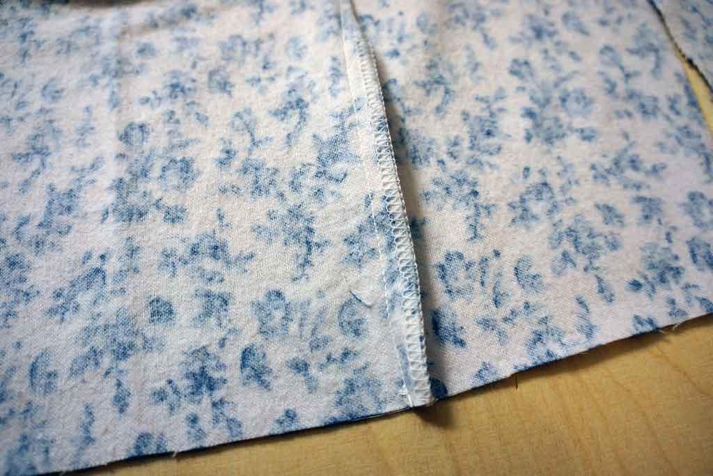 1.1 Leikkaa muotolaskoksista ylimääräinen kangas saumurilla