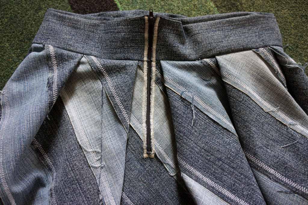 9. Ompele vetoketju kiinni siksak-ompeleella.